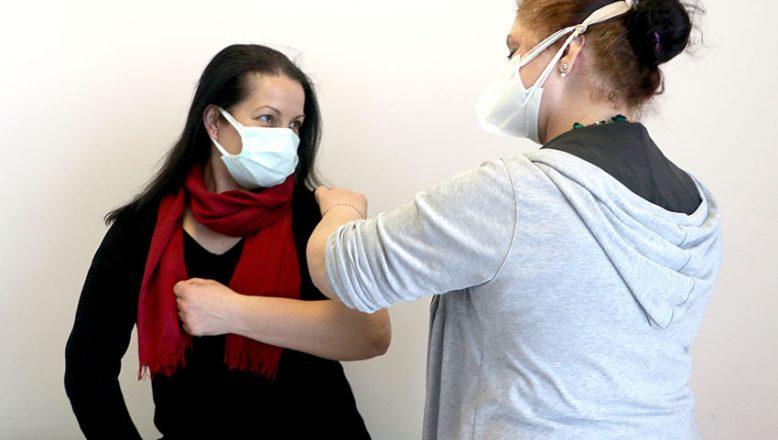 Gazeteciler ilk doz aşılarını oluyor