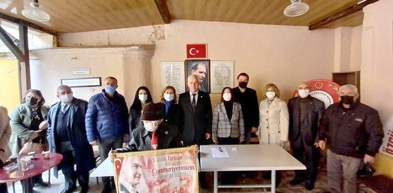 Orhan Pamuk'a Atatürk tepkisi