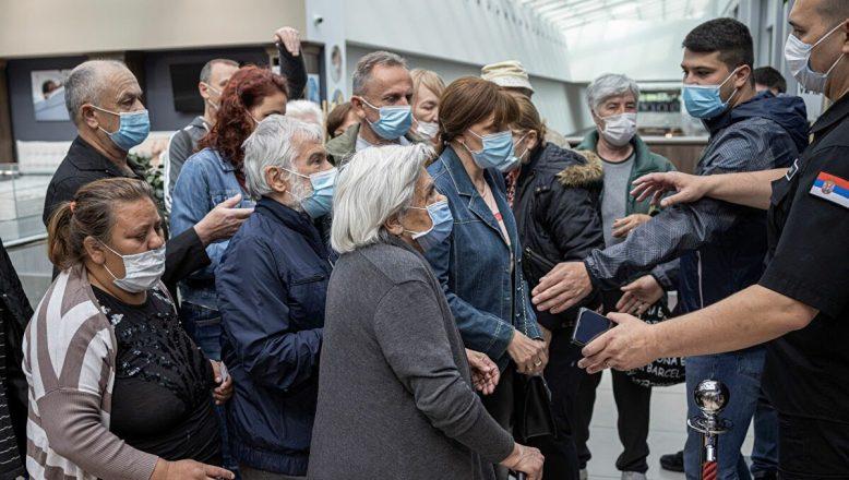 Sırbistan'da 'aşı olana indirim kuponu' kampanyası izdiham yarattı