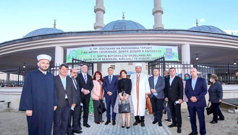 Yeni Camii'de ilk iftarı Büyükelçi Sekizkök verdi