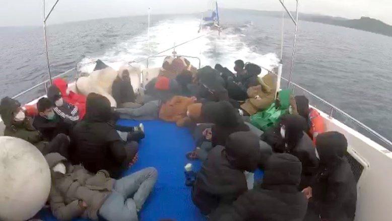 Türk kara sularına itilen 29 sığınmacı kurtarıldı