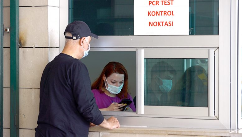 Kapılarda PCR testi zorunluluğu sürüyor