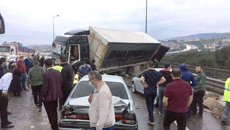 21 araç birbirine girdi, 20 kişi yaralandı