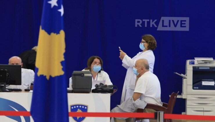 Kosova'da 65 yaş üstü kişilerin aşılanmasına başlandı