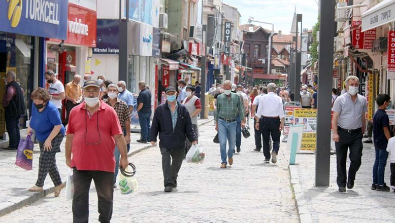 Edirne 'mavi' rengini korudu, aşıda 300 bini aştı