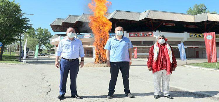 Salgın ateşinin sönmesi için yandı
