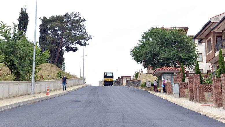 Asfaltlanan yolun bozulması belediyeleri karşı karşıya getirdi