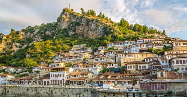 Arnavutluk turistlere PCR testi zorunluluğunu kaldırdı