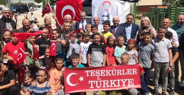 Büyükelçi Aksoy'a Sırbistan'ın Bilaç köyünde Türk bayraklı karşılama