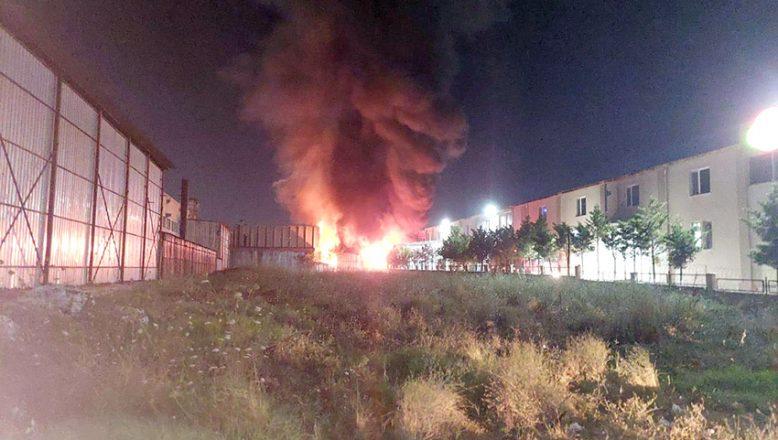 Yangında iki fabrika hasar gördü
