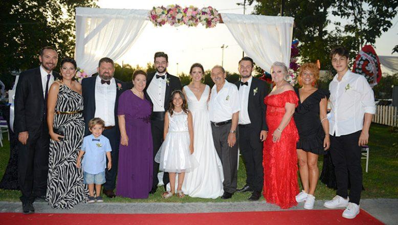 Aşık ailesinin mutlu günü