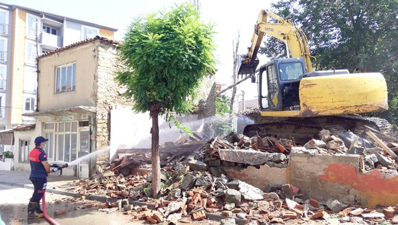 2.5 yılda 230 metruk ev yıkıldı