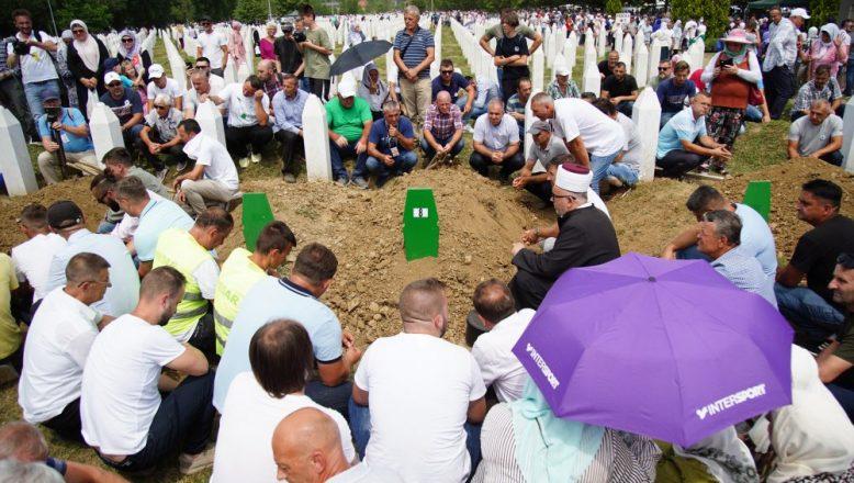 Srebrenitsa Soykırımı'nın üzerinden 26 yıl geçti
