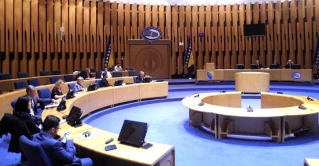 Bosna Hersek Parlamentosu oturumu, Sırp vekillerin boykotu nedeniyle ertelendi