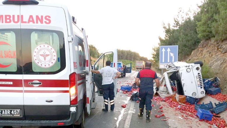 Kamyonla kamyonet çarpıştı: 3 yaralı