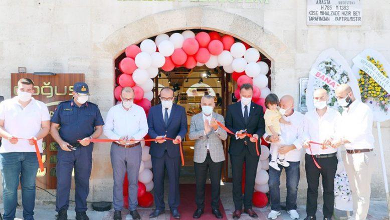 Tarihi çarşı restorasyonun ardından açıldı