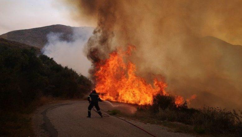Atina yakınlarında orman yangınları yeniden alevlendi