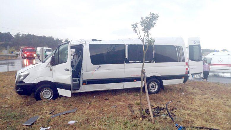 Minibüs devrildi: 8 yaralı