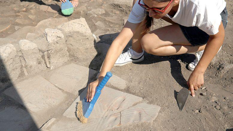 Bebeğe ait 1300 yıllık ayak izi bulundu