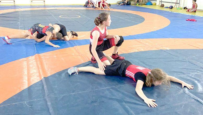 Bulgar güreşçiler Türkiye'de form tutuyor