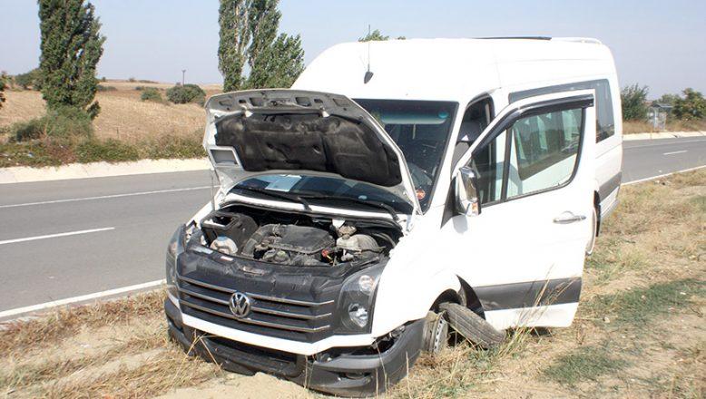 Kaza yapan midibüs sürücüsü öldü