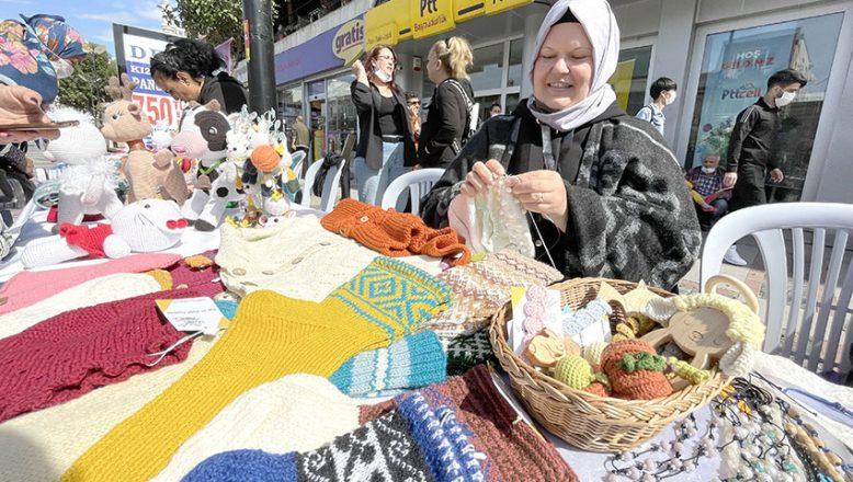 Kadınlar üretime cadde de devam ediyor