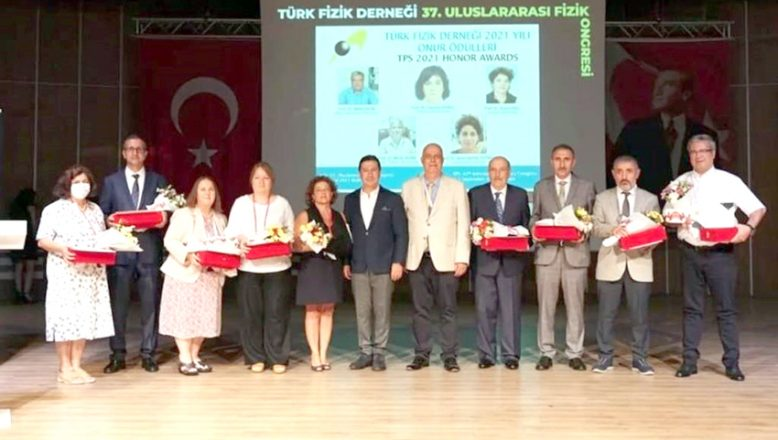 Prof. Dr. Dalgıç'a, TFD onur ödülü