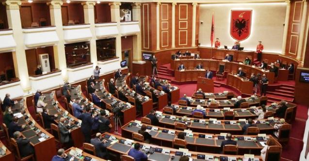 Arnavutluk, milletvekillerine aşı zorunluluğu getirdi