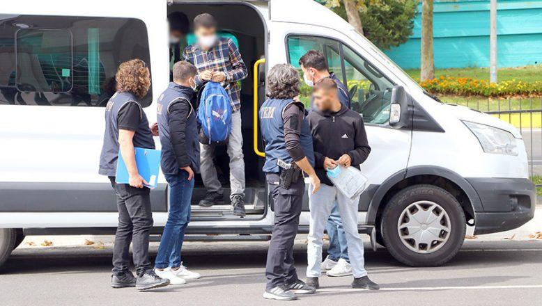 5 FETÖ şüphelisinden 4'ü tutuklandı