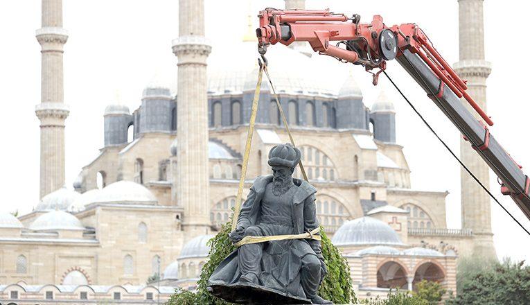 Sinan ve Fatih heykeli kaldırıldı