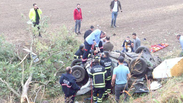 Şarampole devrilen otomobildeki 3 kişi öldü