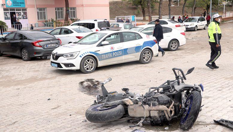Motosikletli polis, olay yerine giderken kaza geçirdi