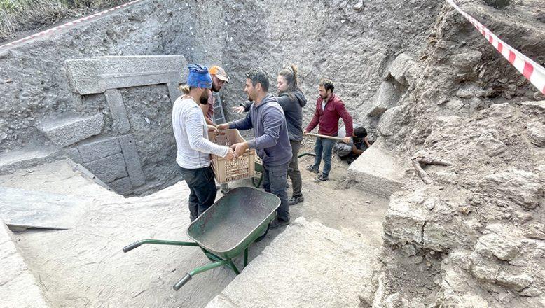 2 bin 200 yıllık çarşının iki kapısına ulaşıldı