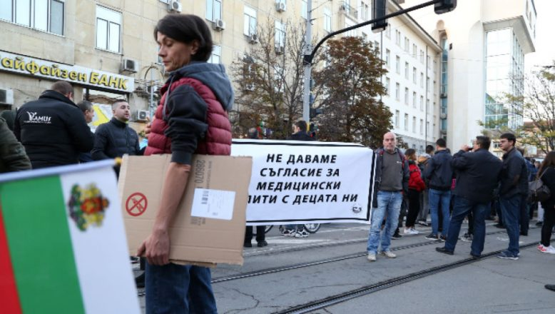 Bulgaristan'da aşı karşıtları sokağa çıktı
