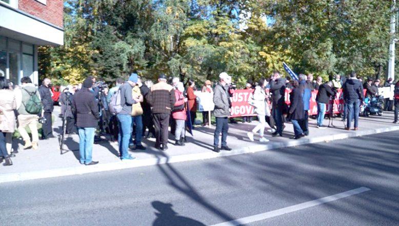 Saraybosna'da OHR önünde protesto