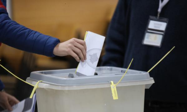 Kosova'da düzenlenen yerel seçimlerde 21 belediyede ikinci tura gidilecek