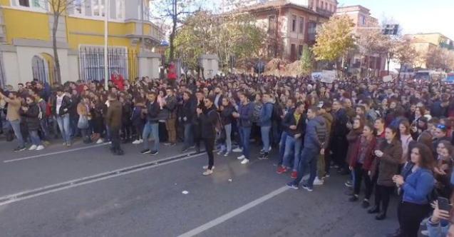 Arnavutluk'ta öğrenci protestosu